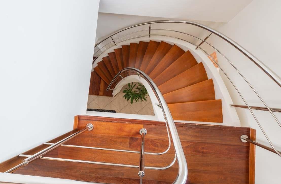 Guide pratique pour peindre votre escalier en bois